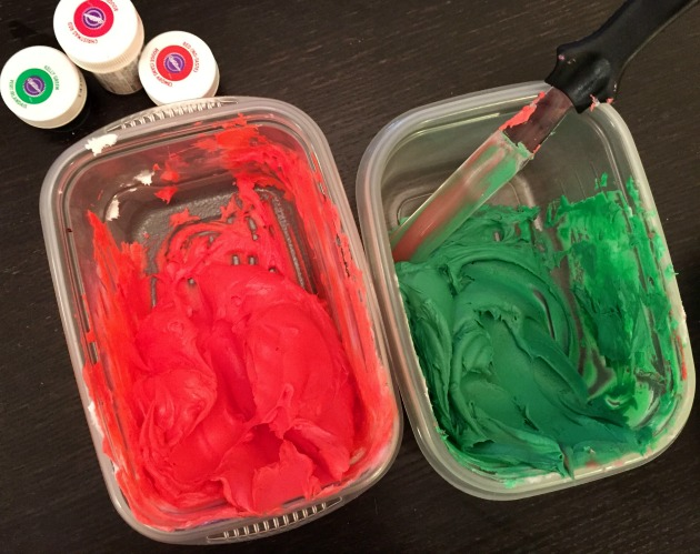 Icing Colors for Poinsettia Cupcakes